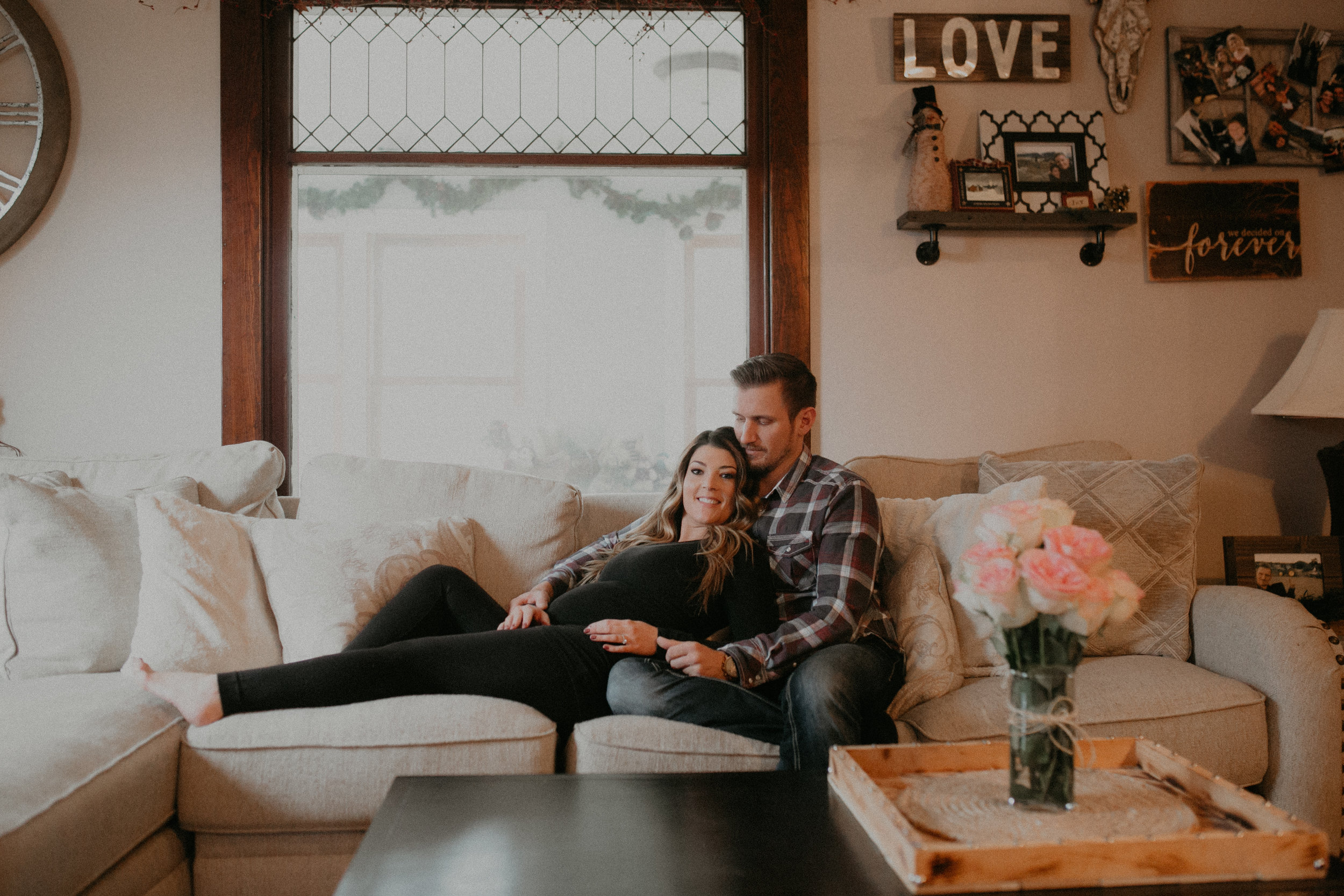 intimate-cozy-in-home-session-maternity-photographer-wisconsin