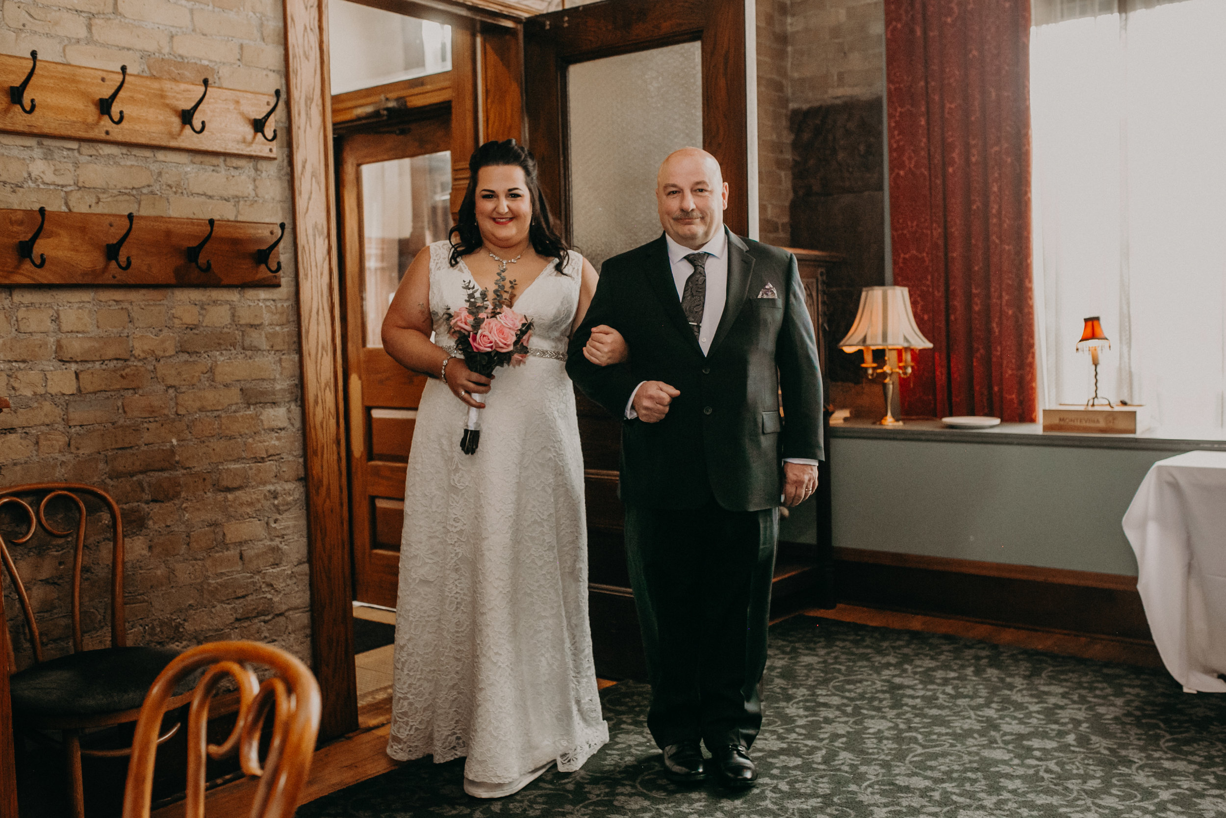 Intimate_Wedding_St_Paul_MN_WA_Frost_Sweeneys_Andrea_Wagner_Photography (42 of 99).jpg