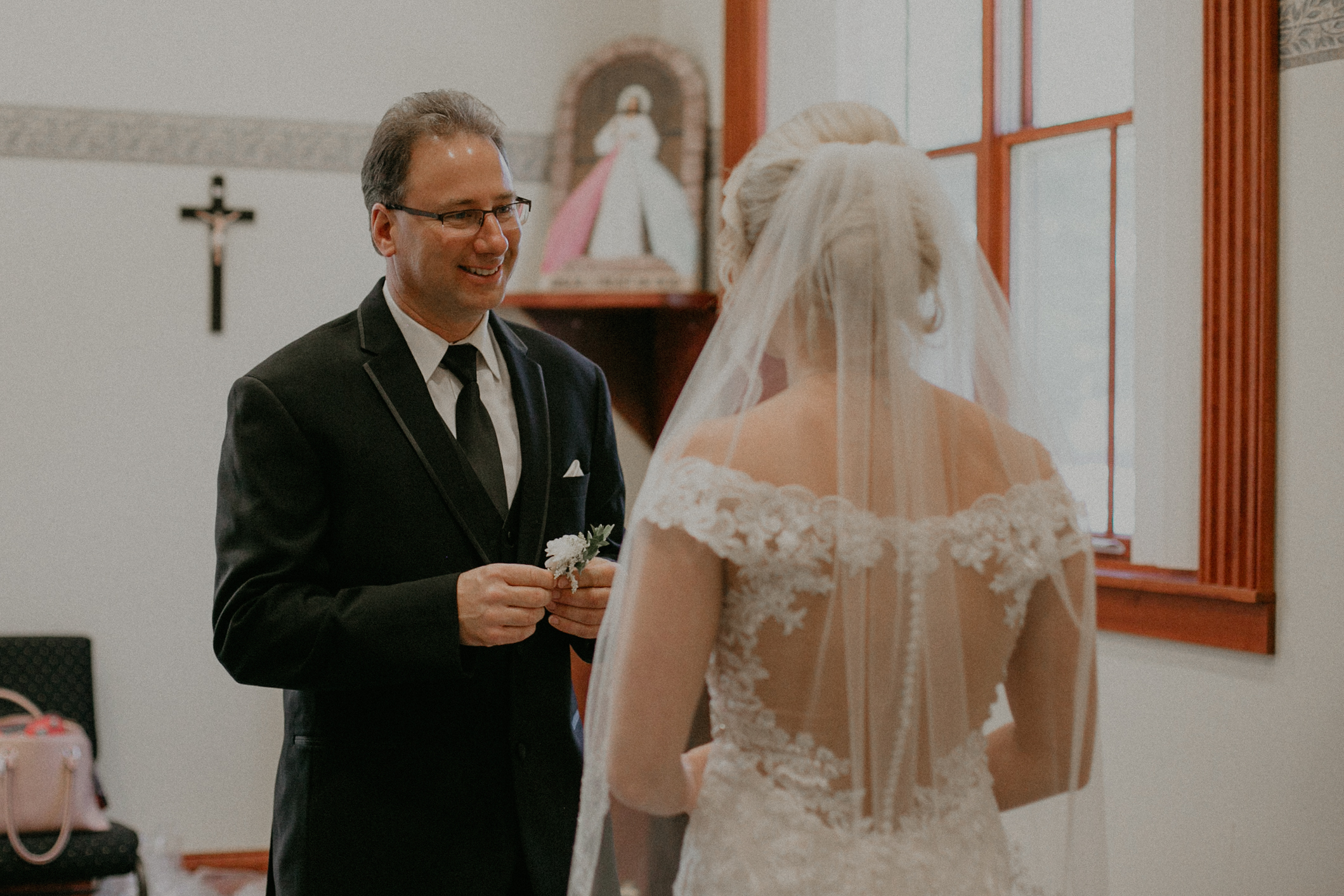 daddy daughter first look during marshfield wi wedding