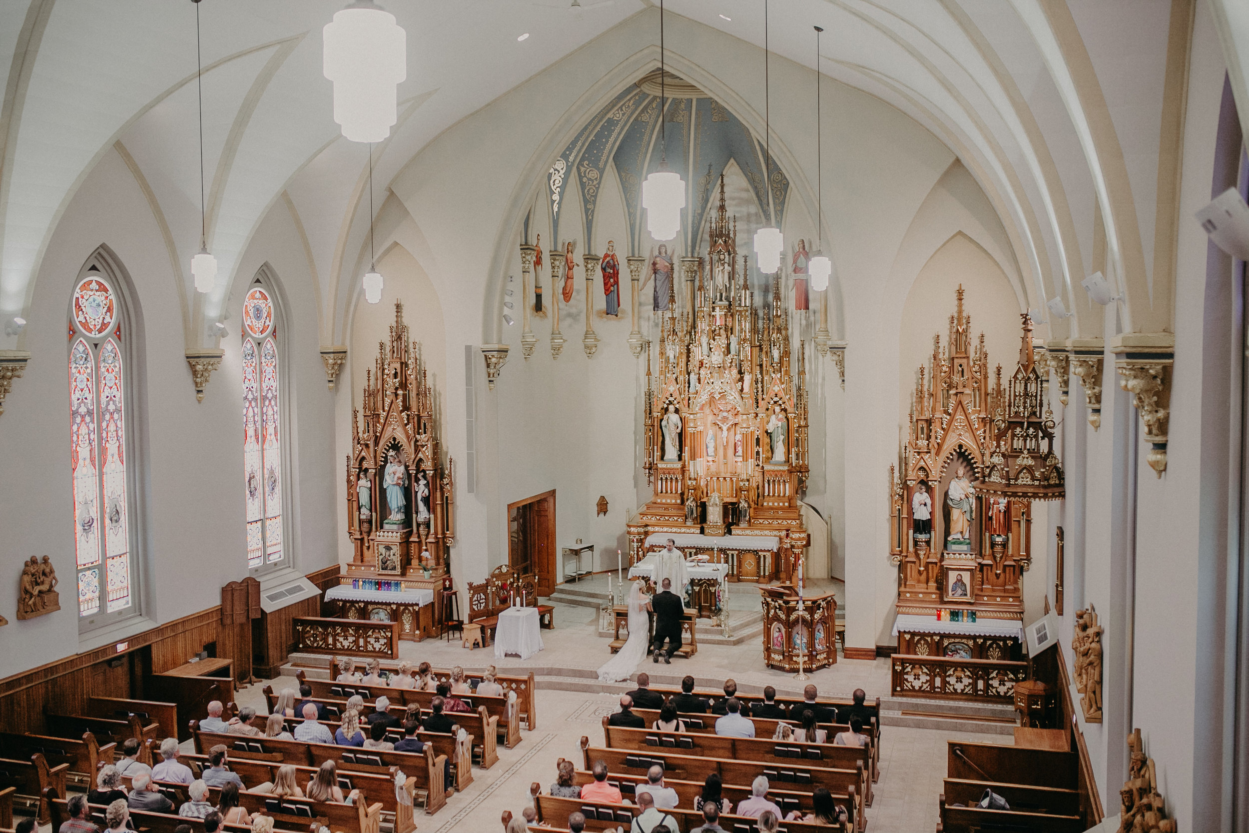 Marshfield WI wedding photographer Andrea Wagner photographs natural light in Catholic wedding ceremony