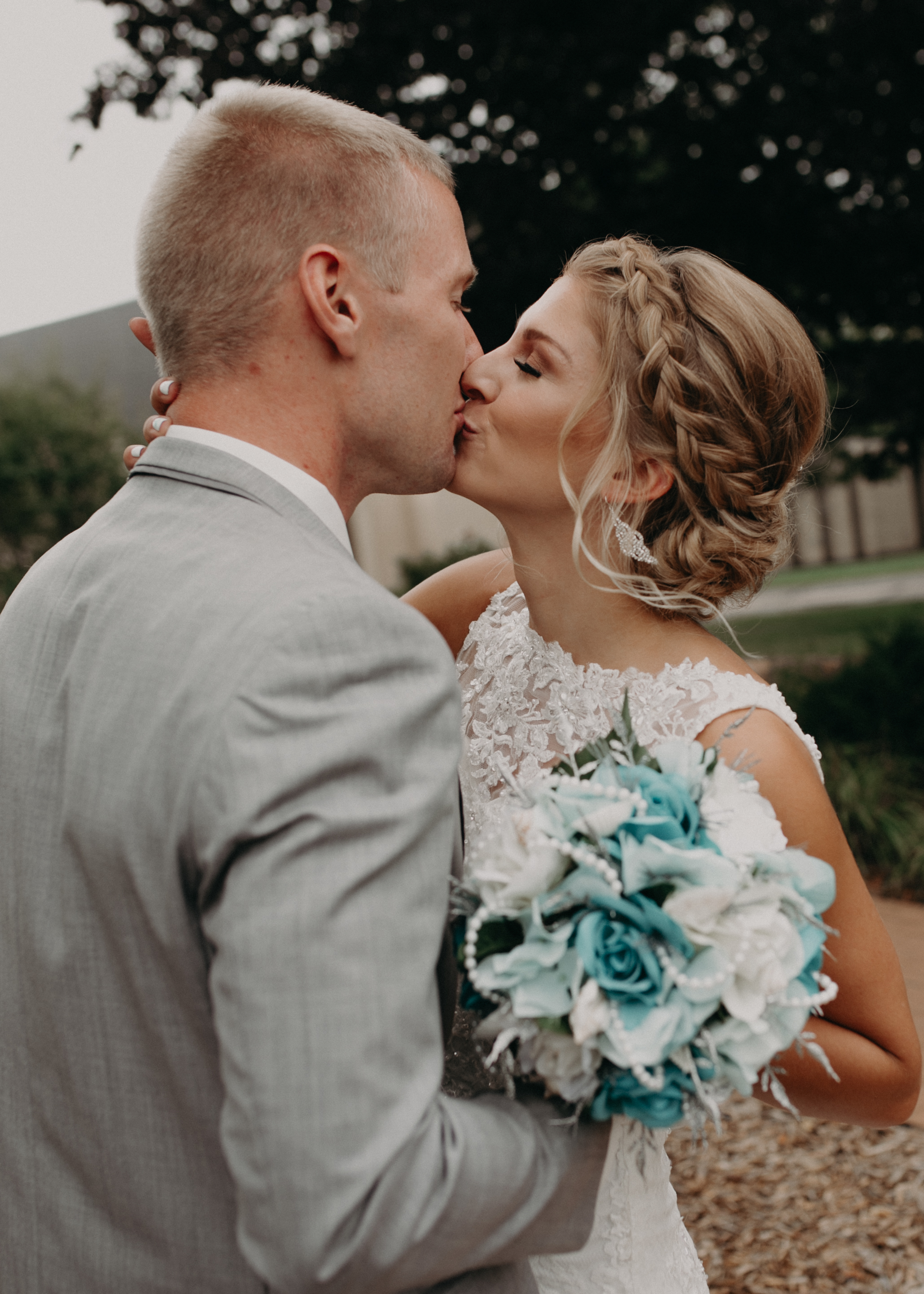 Marshfield WI wedding photographer captures first look kiss by bride and groom