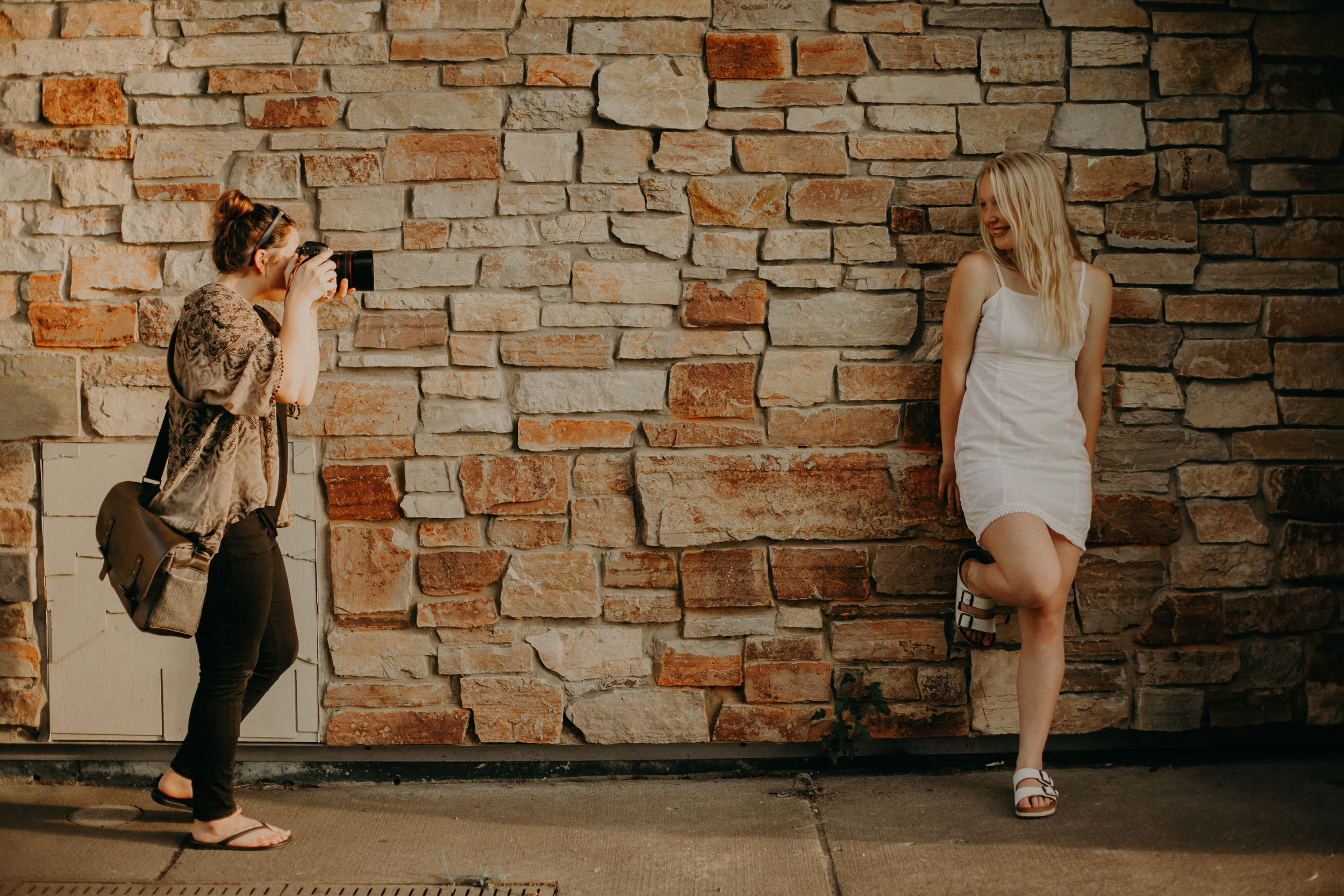 behind the scenes of a senior photo shoot with Andrea Wagner Photography