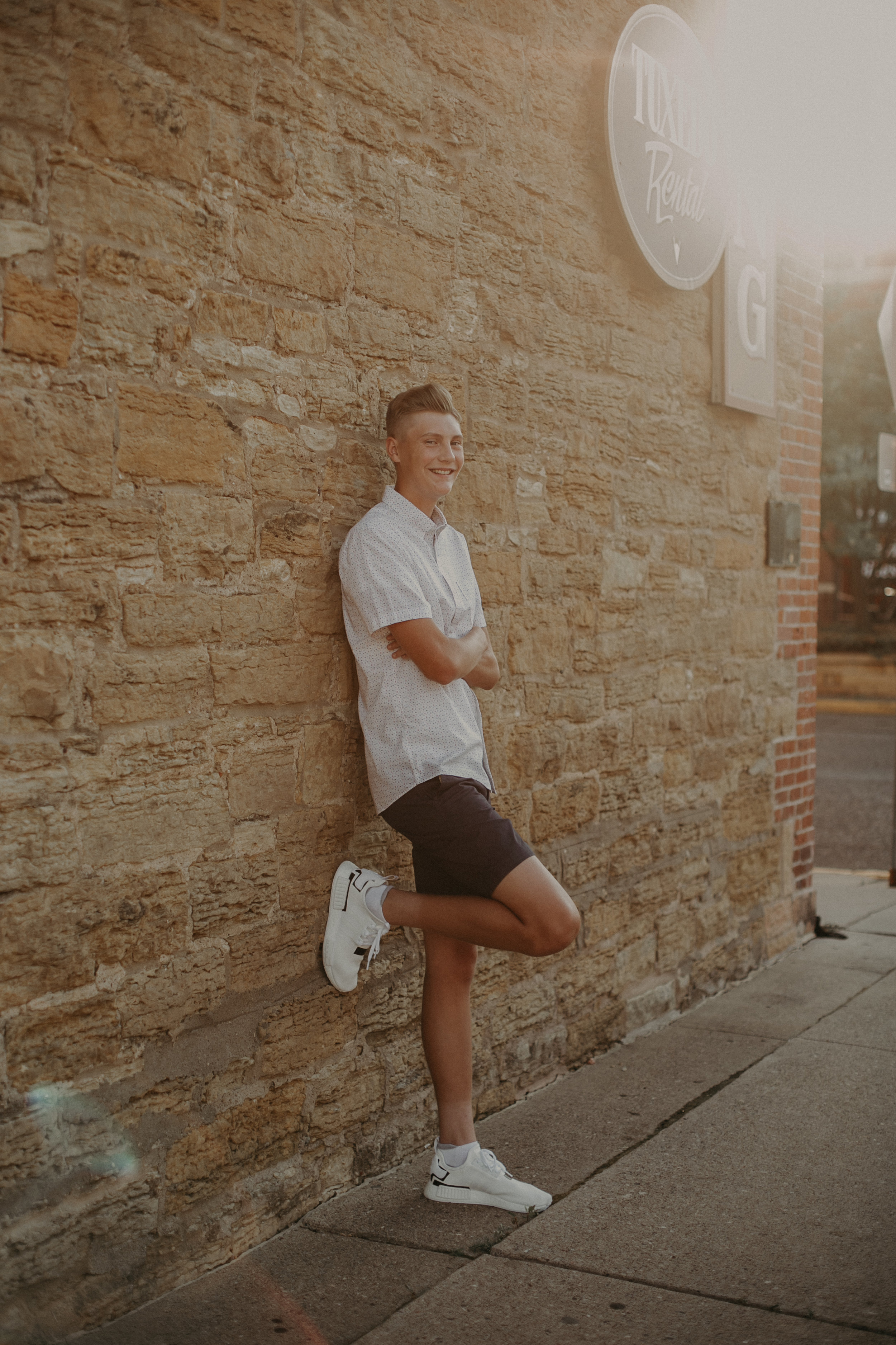 River Falls senior photographer Andrea Wagner captures male senior portraits against brick wall