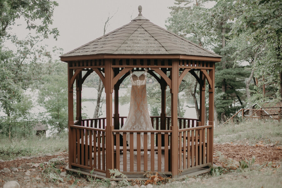 Hancock_Stichert_Wedding_Pine_Lake_Waupaca_004.jpg