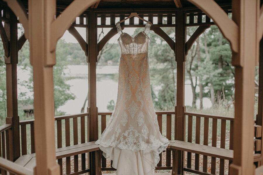 Hancock_Stichert_Wedding_Pine_Lake_Waupaca_007.jpg