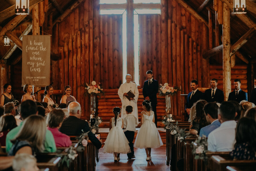 Pine Lake Resort in Waupaca WI is the perfect venue for a wedding