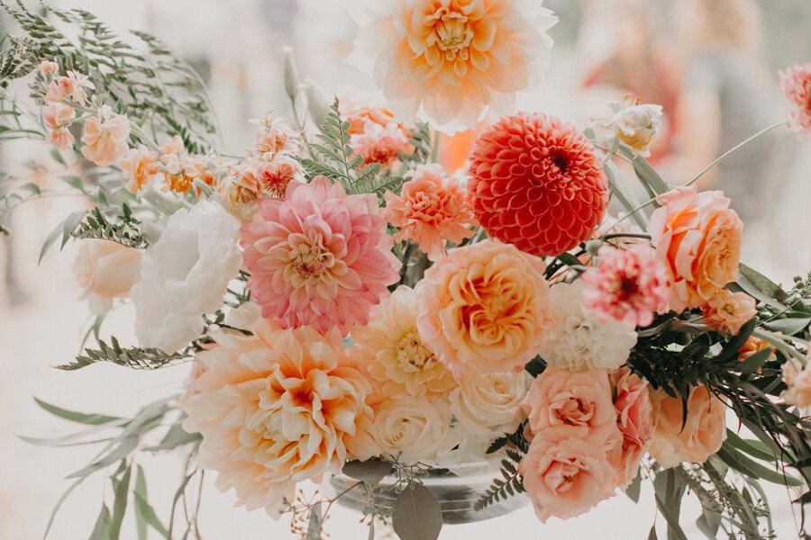 Et Voila Events floral arrangement photographed by Andrea Wagner Photography at Par 4 Resort wedding reception