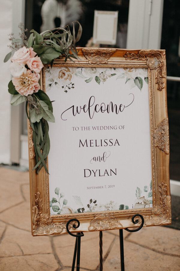 Et Voila Events creates beautiful wedding details for Waupaca wedding reception at Par 4 Resort