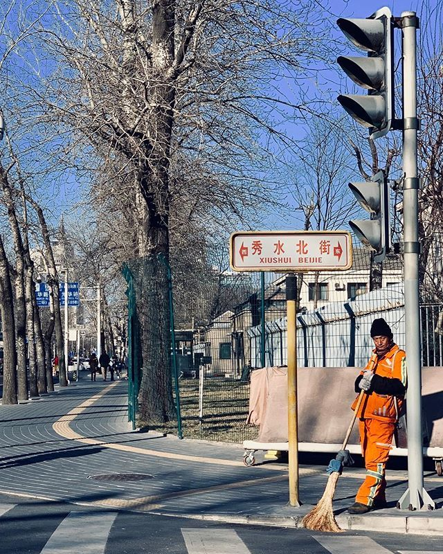 Esquina em Beijing.  — view on Instagram  http://bit.ly/2ROapCG