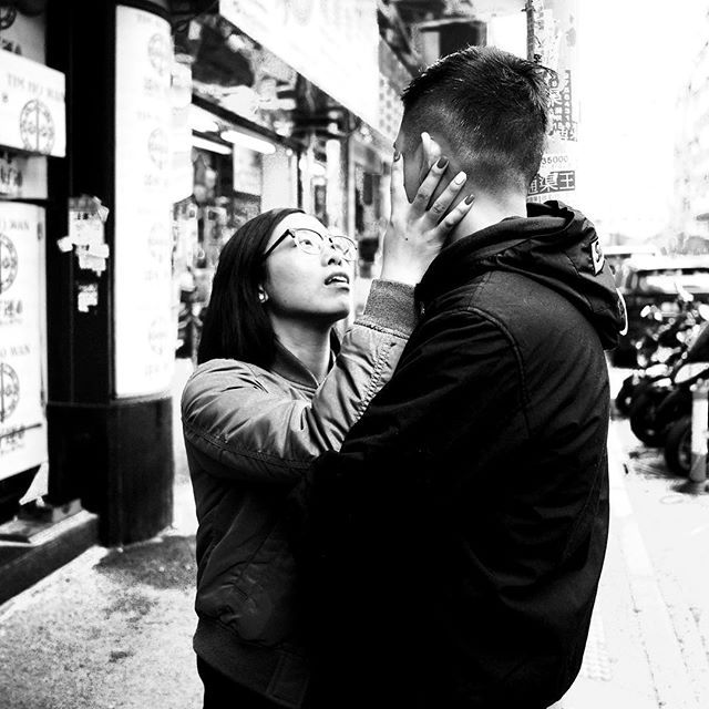 Before that kiss. Romance. #streetphotography #travelphotography #hongkong #hk #snapshot #blackandwhitephotography #bw #romance #kiss #embrace #couple #microfourthirds #micro43rds #panasonic #lumix #gm5 #leicalens #panaleica15mmf17 #kowloon — view on Instagram  http://bit.ly/2RFvtKA