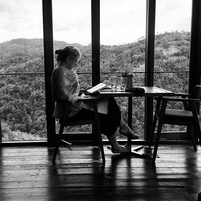 Leitora. #reader #books #zenphoto #mountains #portrait #blackandwhite #travelphotography #kandy #srilanka #sri_lanka #subcontinent #asia #southasia #iphone6s #iphoneography — view on Instagram  https://ift.tt/2IOVYWq