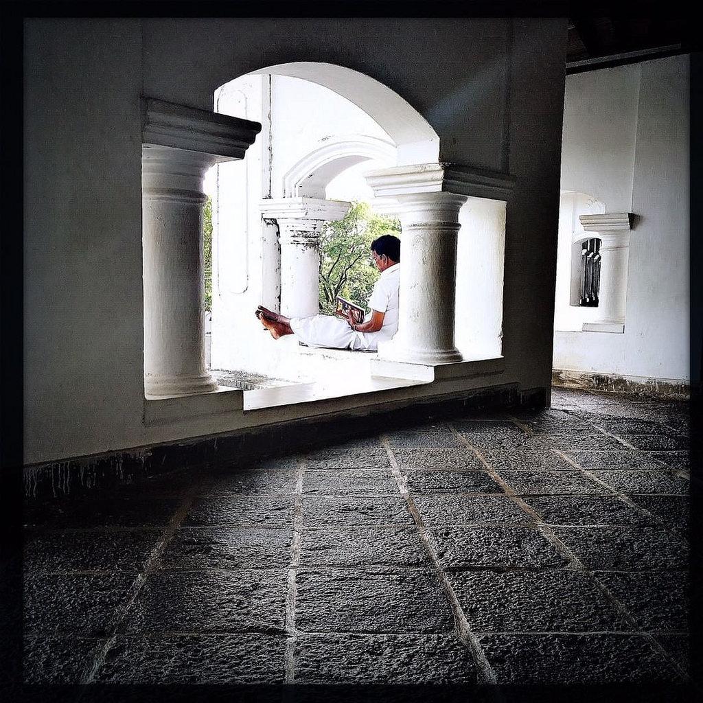 #Hipstamatic #Jane #W40 #dambula #reader #ceylon #srilanka #temple #budhism #hinduism #cave