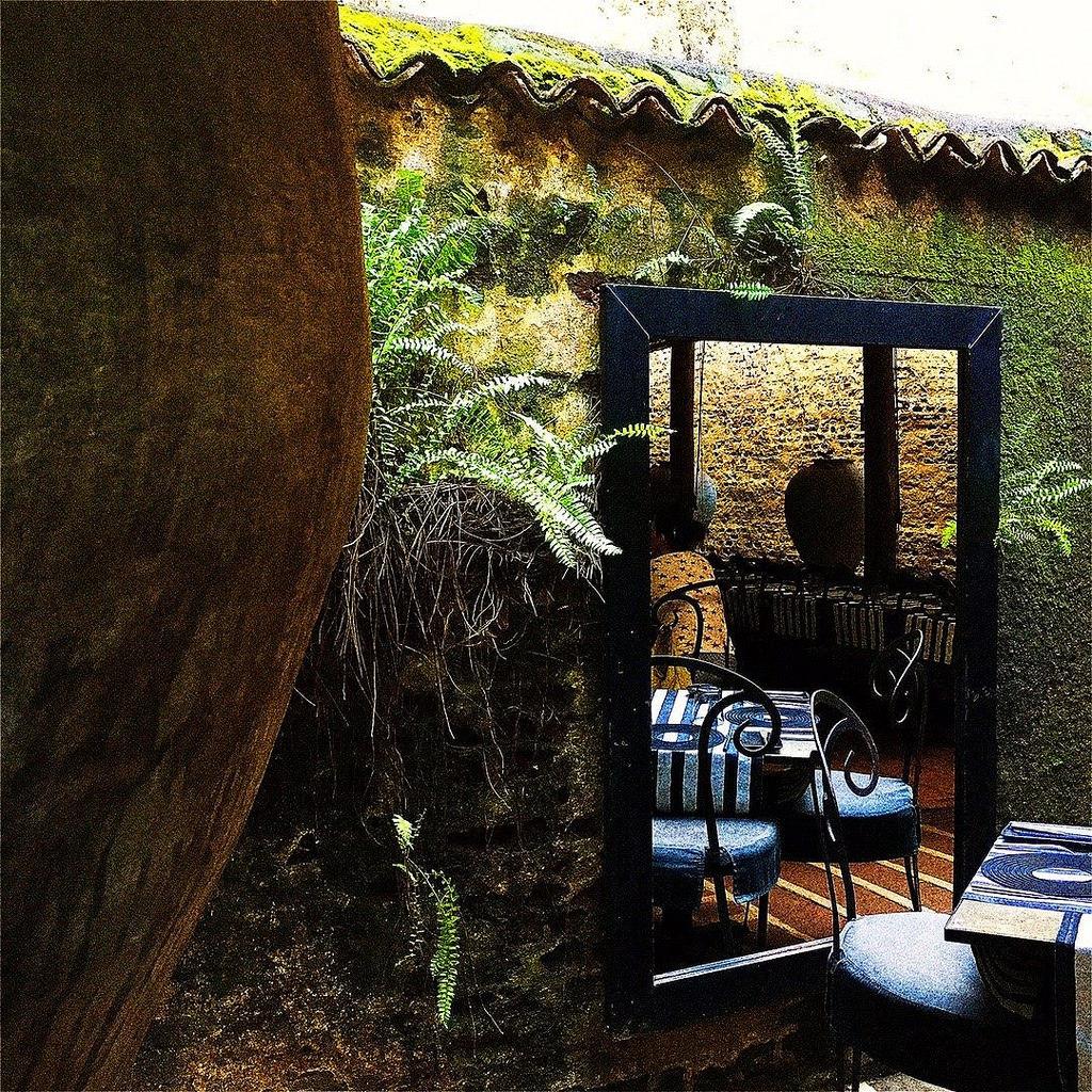 #Hipstamatic #Lowy #Irom2000 #TripleCrown #Flickr #ceylon #lunch #restaurant #gallery #sri_lanka #colombo