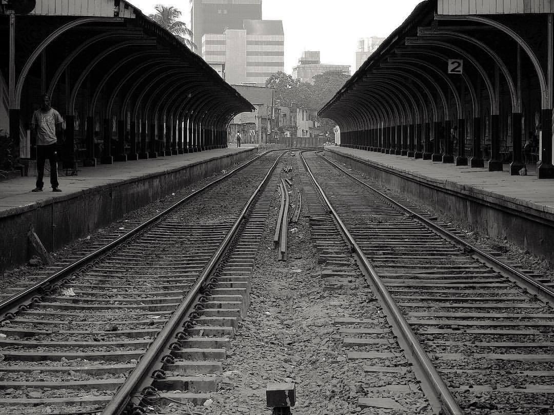 #train #railway #railwaystation #colombo #sri_lanka #ceylon #blackandwhite #bw #street_photography (at Slave Island railway station)