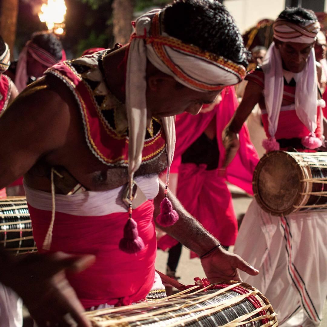 Another photo of #perahera #colombo #gangaramaya #temple #budhism #sri_lanka #drummers #street_photography #asia
