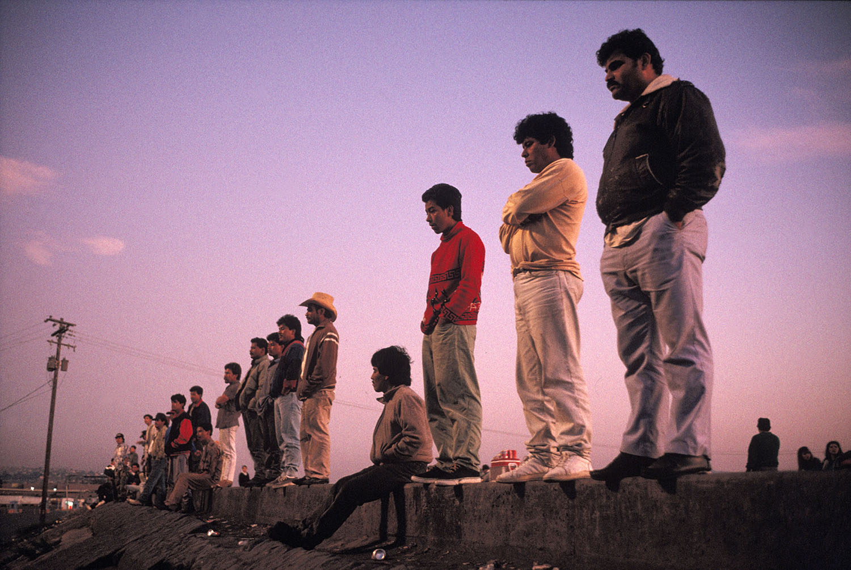 Alex Webb, Waiting prior to trying to cross the border.Tijuana, Baja California, Mexico.  1992. (c) Alex Webb / Magnum Photos