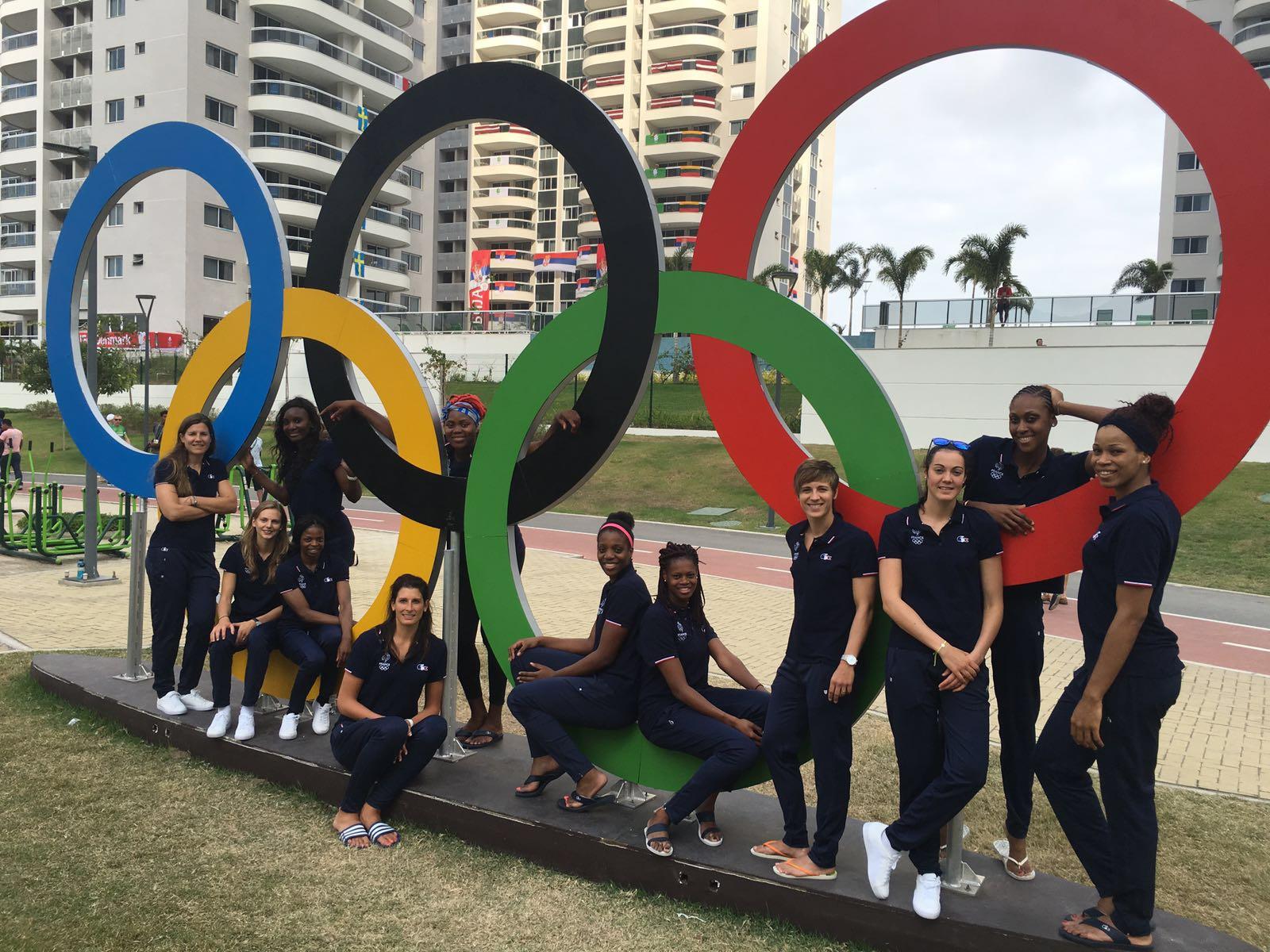 12 - 8 - 1 sont les numéros à retenir! 12 jeunes femmes motivées, déterminées, heureuses de se retrouver toutes ensemble dans cette aventure planétaire! 8 matchs: Turquie, Biélorussie, Australie, Brésil, Japon, Canada, USA et Serbie 1 objectif: Faire une médaille !