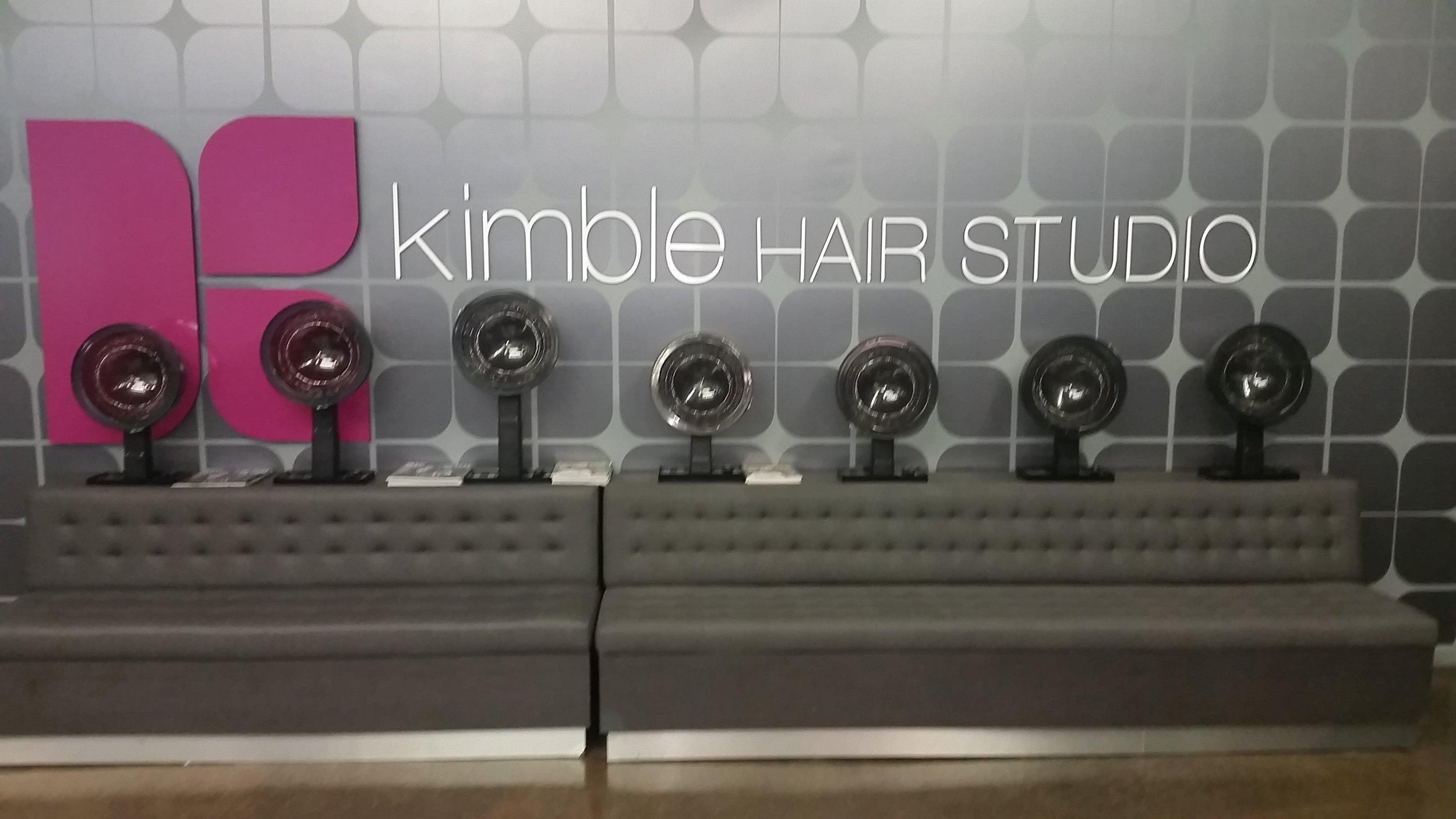 Et hop me voilà, dans ce fameux salon où se déroule les différents épisodes de LA Hair !!!