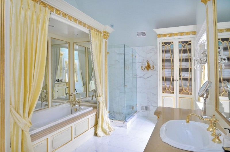 206-upper-master-bathroom-tub2a436b76af55c153cd2ee8eccd74e39el-m18r_orig.jpg