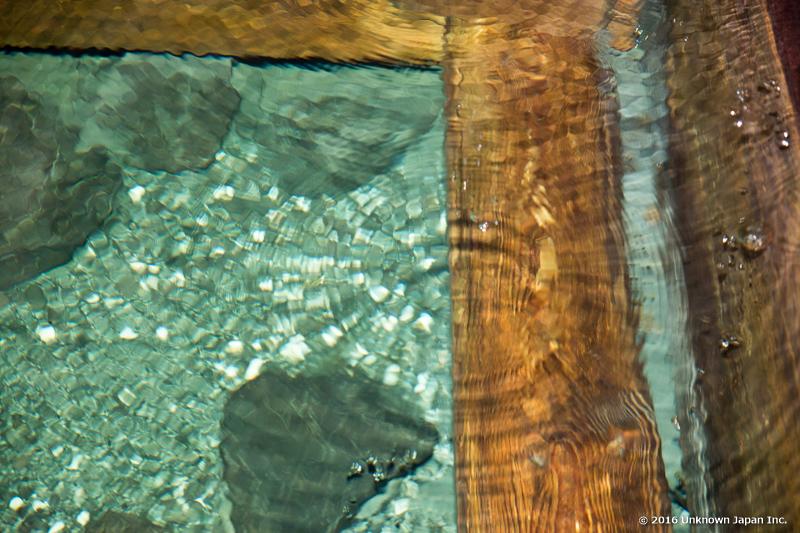 kajika-so, surface of water