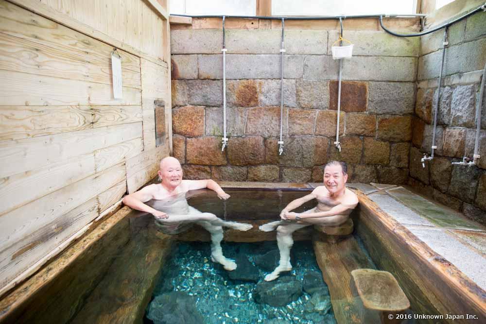 kajika-so, bathers