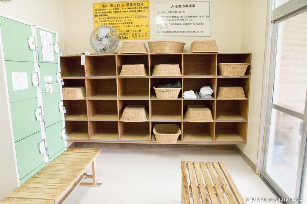 Shimonoyu, locker