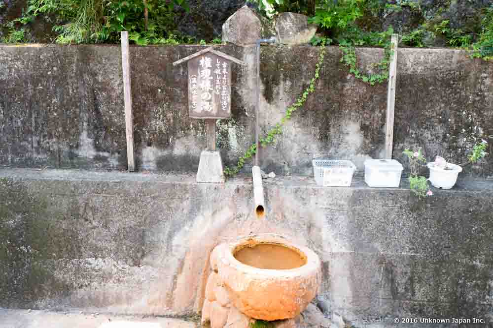 Suwa onsen, monument