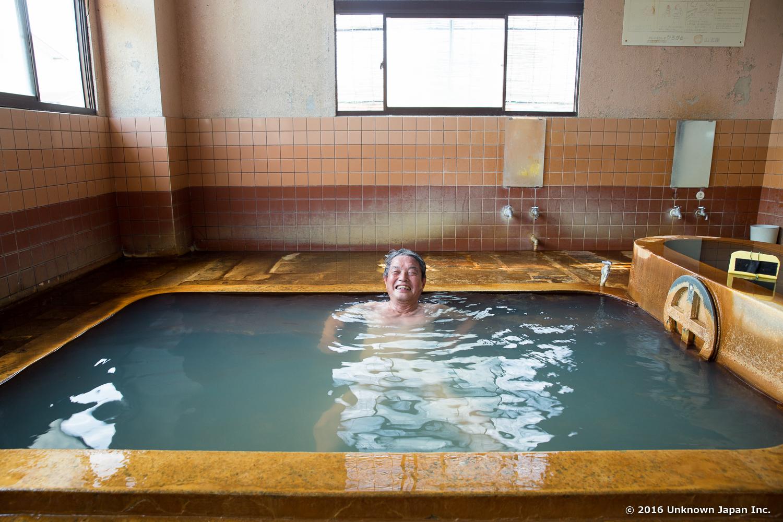 Nigatsuden Onsen, bather