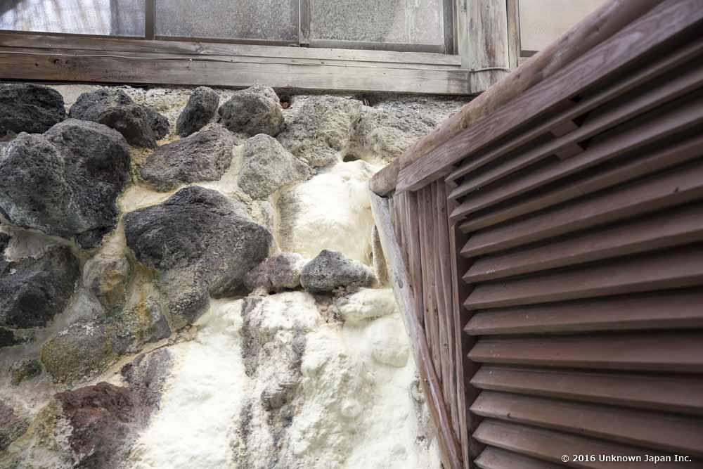 Shinmoeso, wall