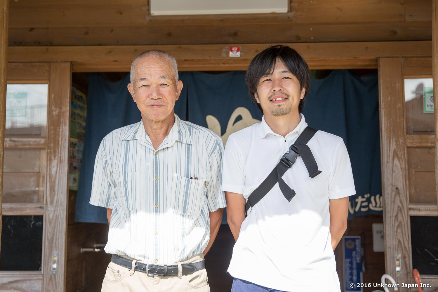 With the manager  Michitaka Iwakawa , in front of the entrance