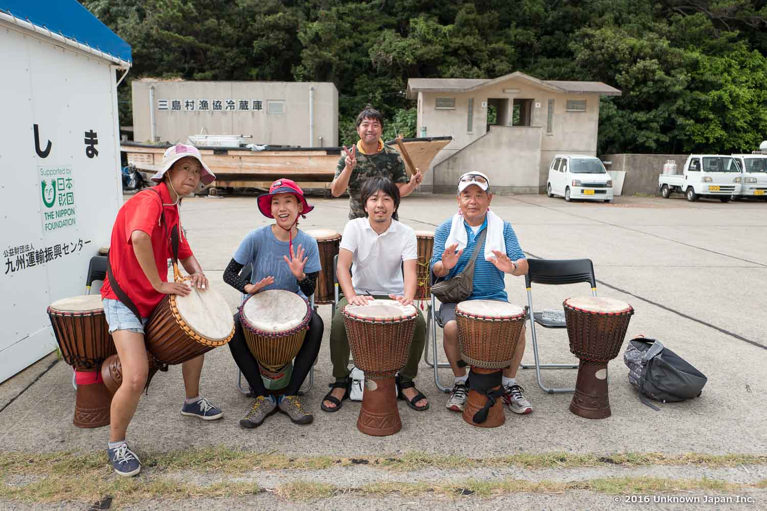 With students of the Djembe Academy and the founder  Hideto , at the Iwo Jima port