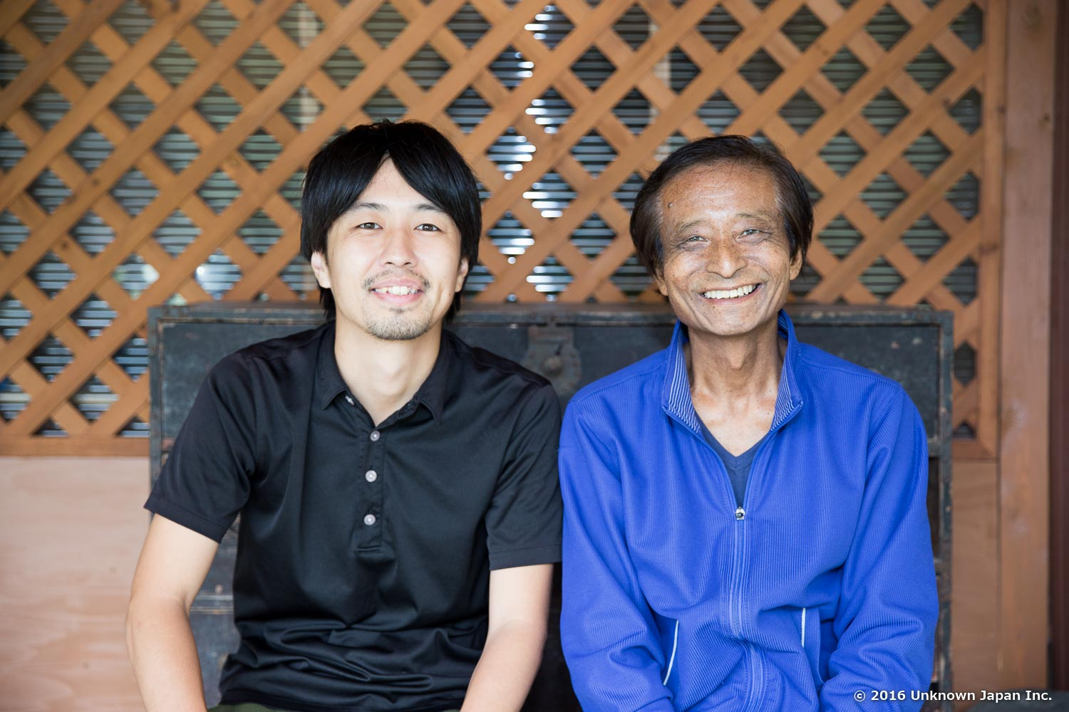 With the manager  Iwao Moriyama , in front of his home