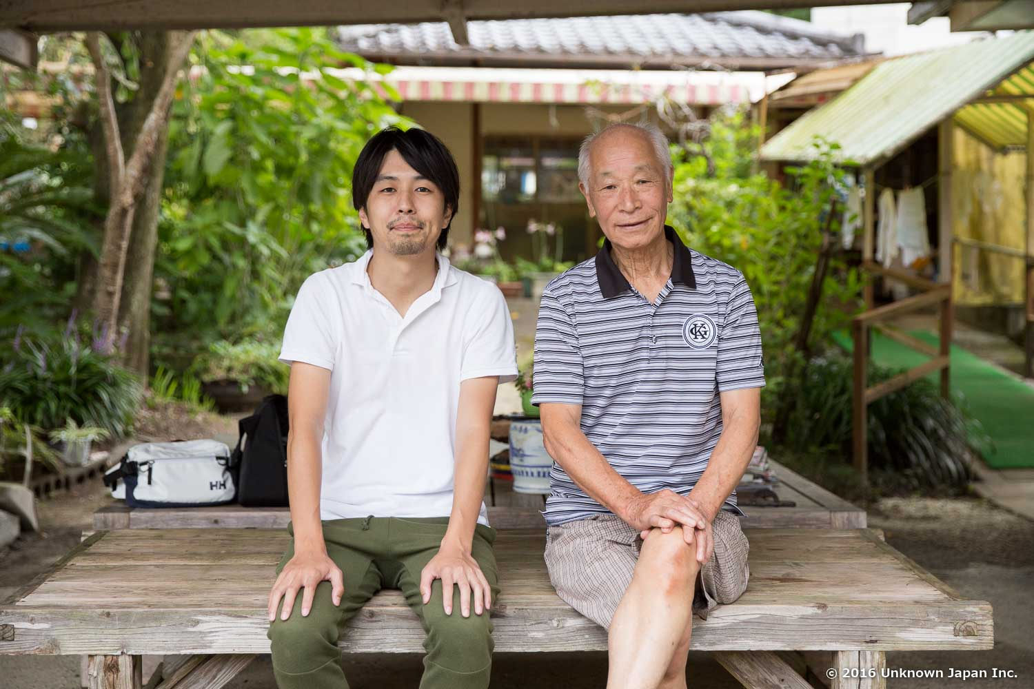 With the owner  Hiroyuki Arioka , on a bench in the lounge