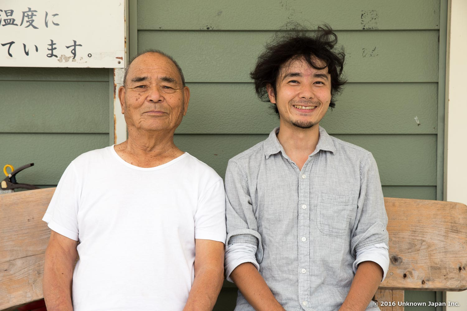 With the owner  Sunao Beppu , on the bench in a windy day