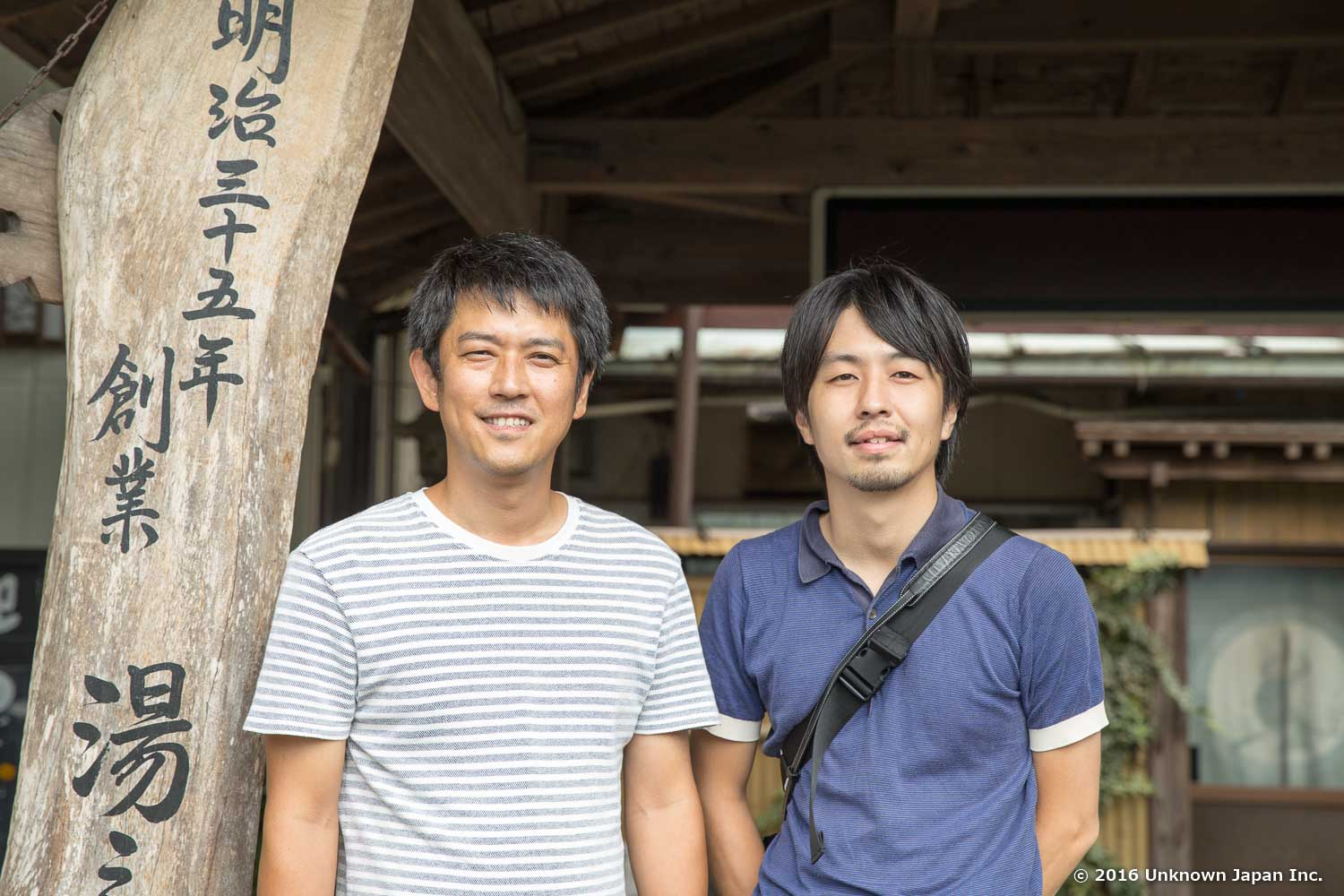 With the owner  Katsuyoshi , in front of the entrance