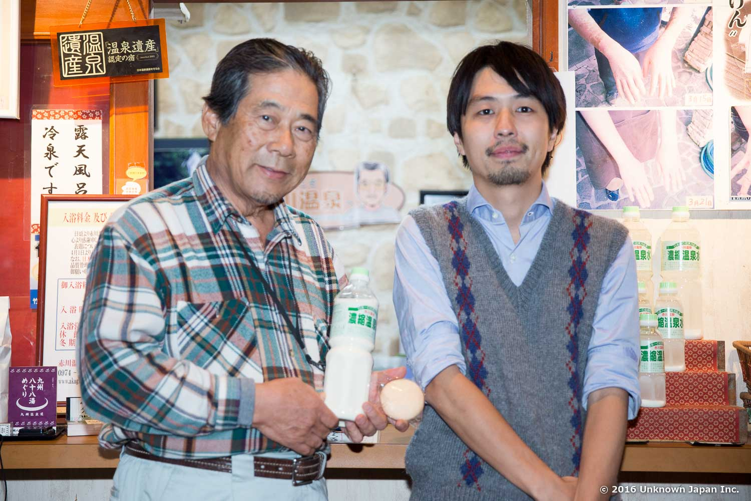 With the owner  Takaaki Ikeda , in front of the reception