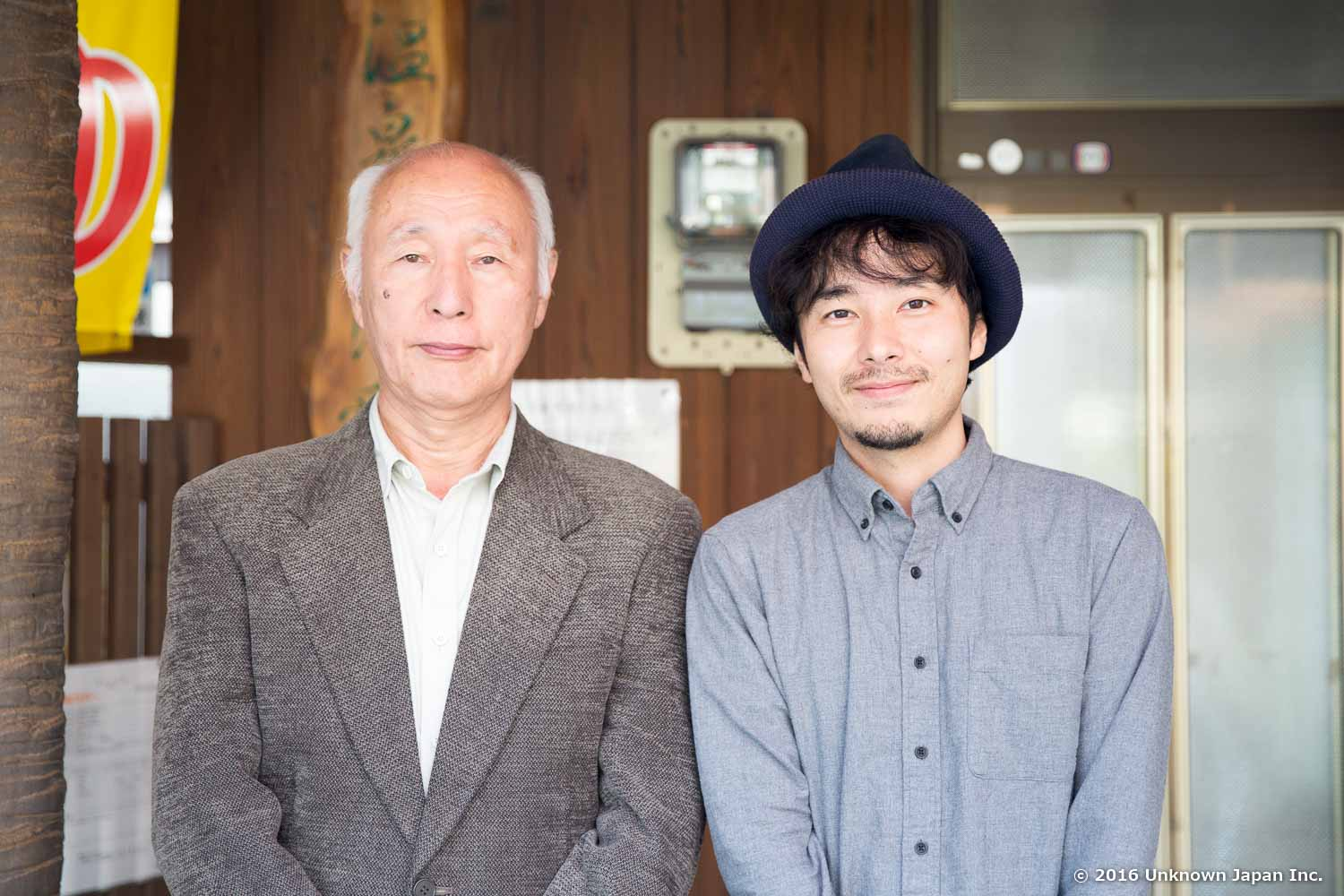 With the manager  Atsuo Nagano , in front of the entrance
