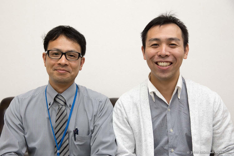 With the manager  Haruki Yamashita  of the Himeshima village office
