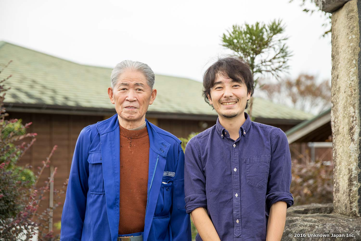 With the owner  Makio Minami , in front of the board
