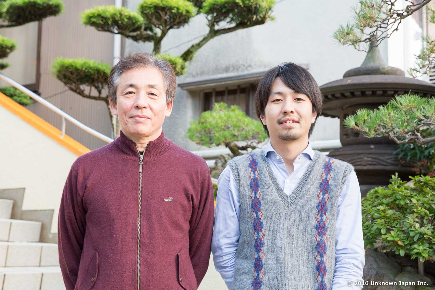 With the owner  Teruyuki Shirakawa , in front of the building
