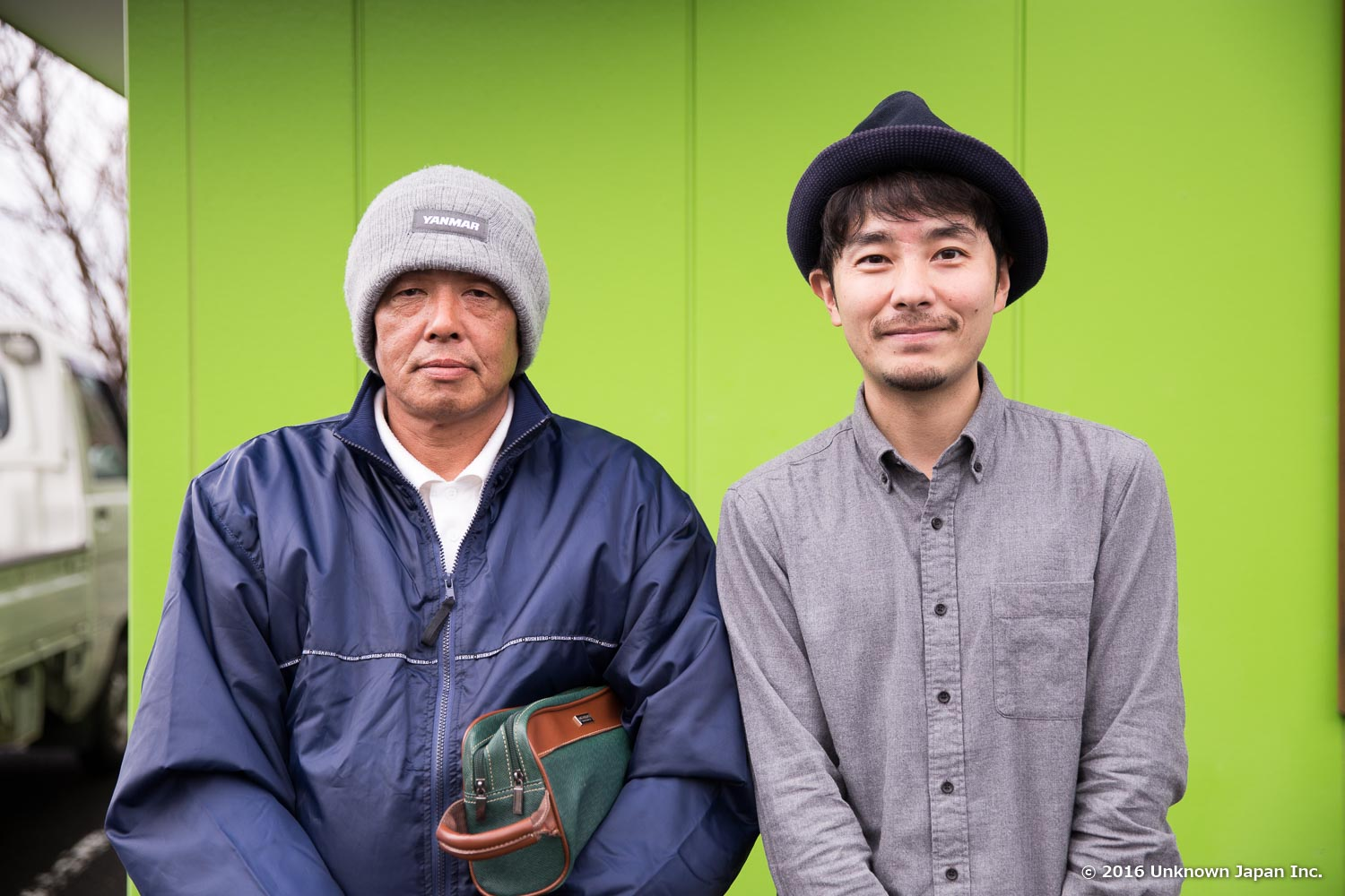 With the 3rd-generation owner  Akinobu Yamaguchi , in front of the building