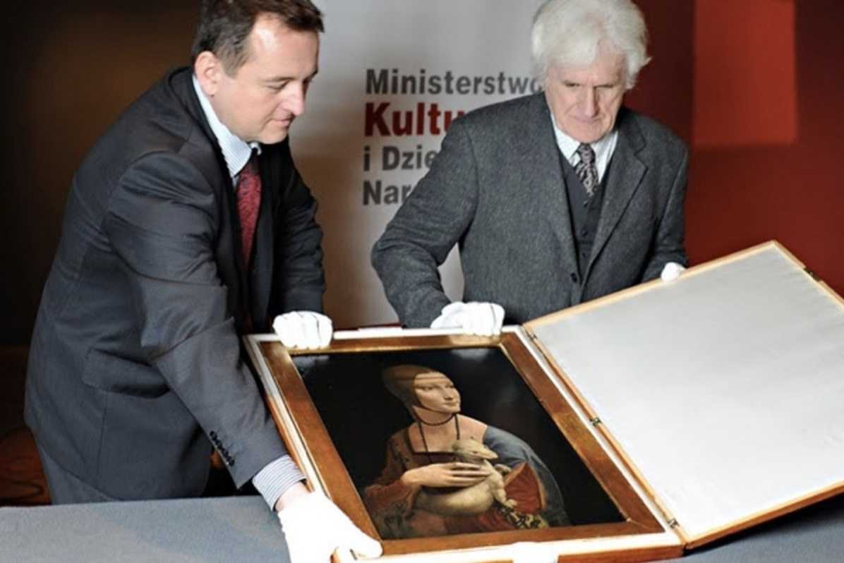 Polish curators show the special traveling arrangements for  Lady with an Ermine . | Photo: AP Photo/Alik Keplicz