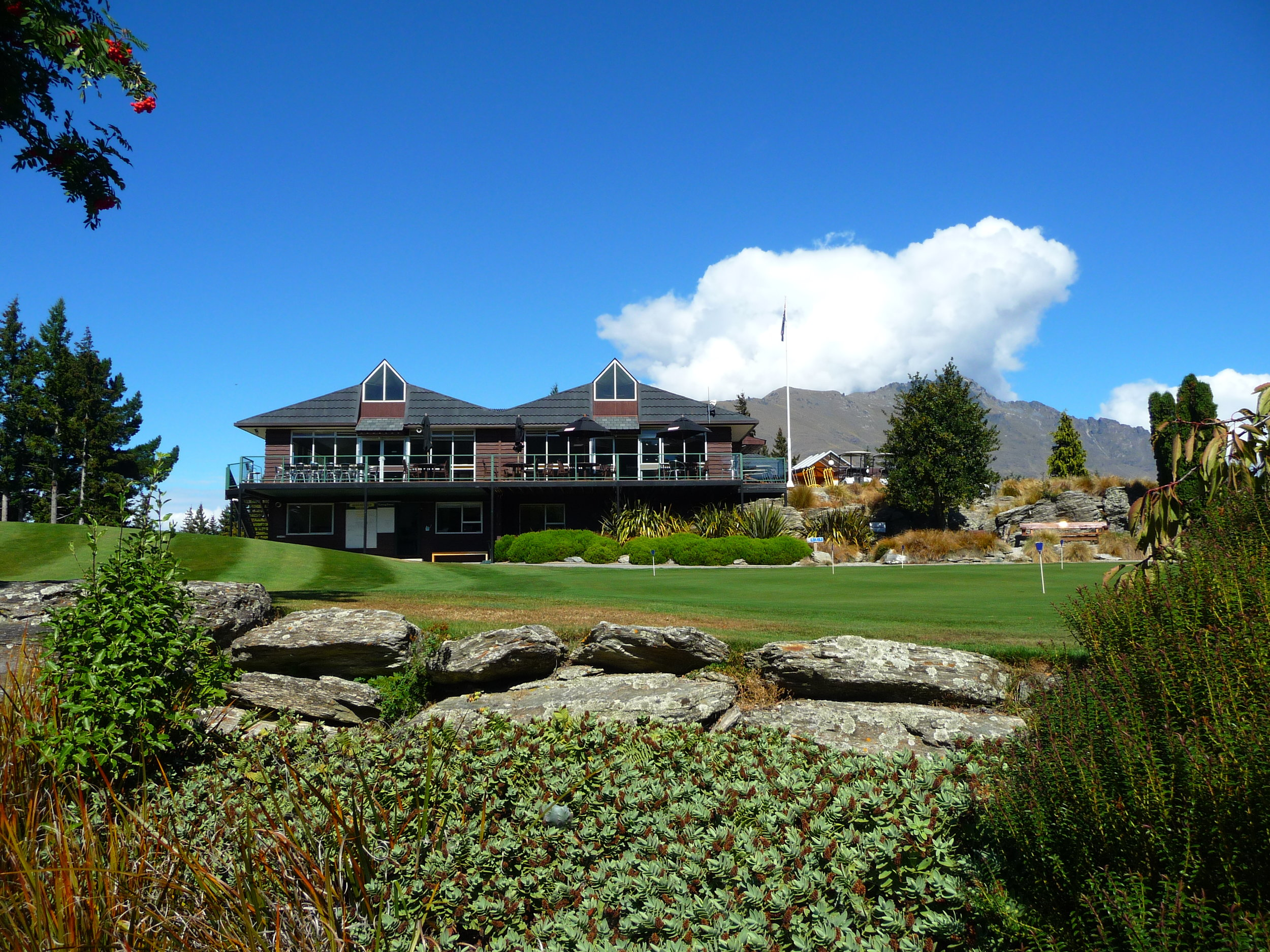 Clubhouse and putting green.JPG