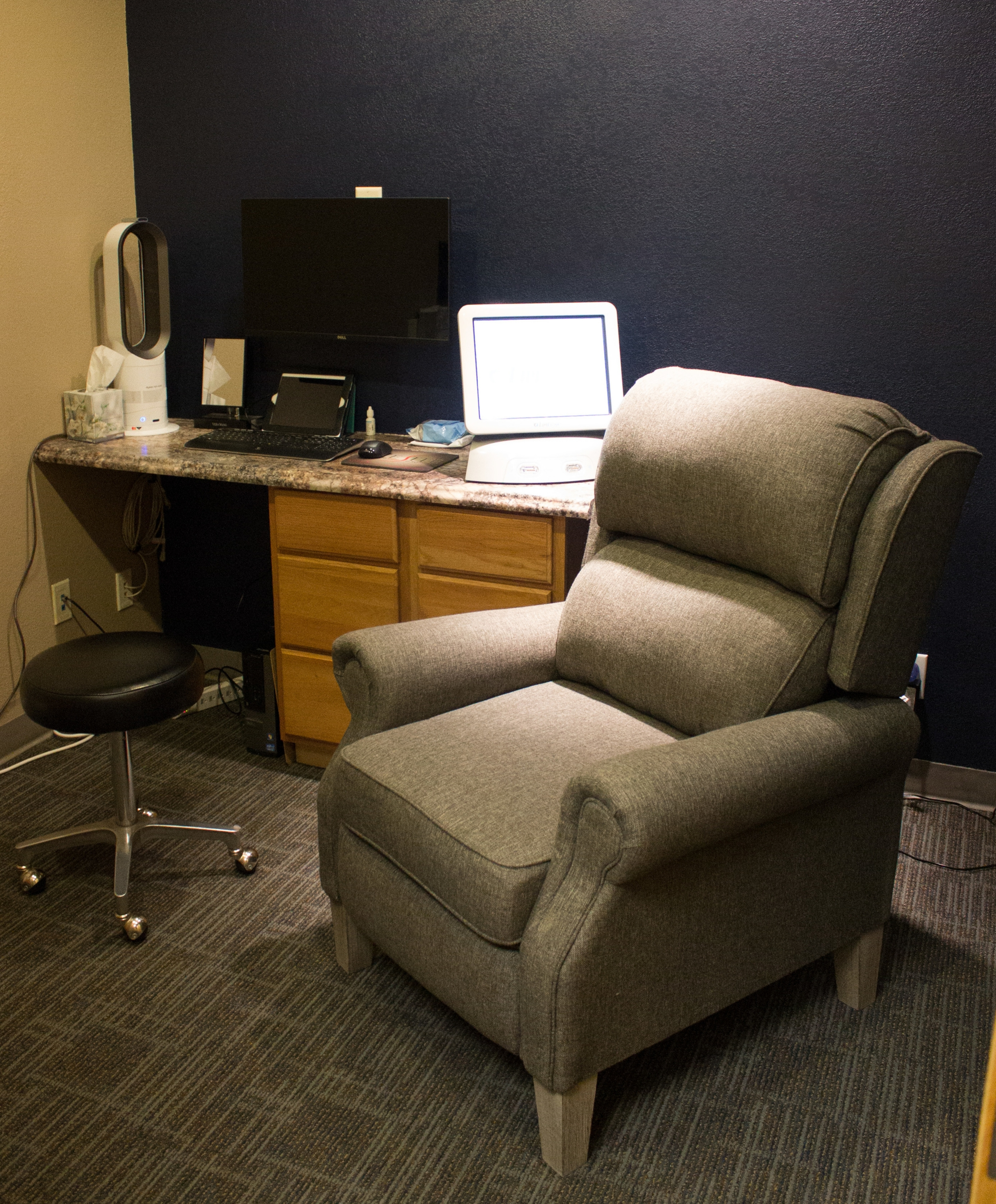 The LipiFlow treatment room provides a relaxing environment with a reclining, plush chair.