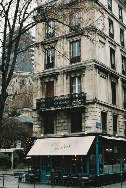 Lara_Lam_Paris_Elopement_Paris_wedding_photographer_paris_engagement201.jpg