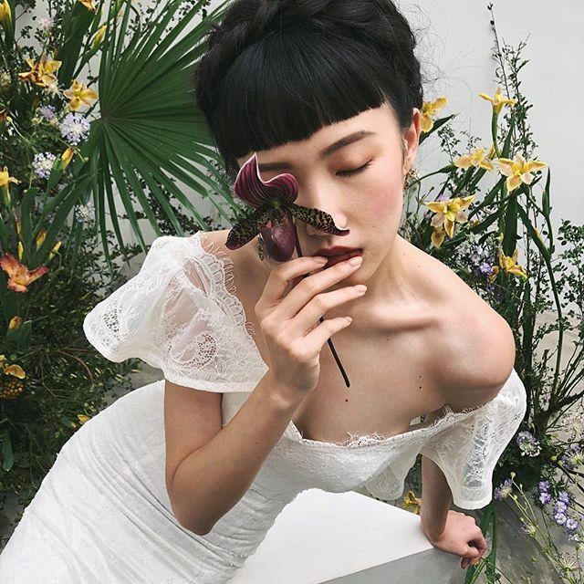 Behind the scene of editorial in Taipei with @jennsanchezdesign @catnipflowers. #editorial  Workshop: @jennsanchezdesign Host & Planning: @catnipflowers Co-planning: @twigstudiotw  Photography: @lara__lam Calligraphy: @tinge.flourish  Dresses: @jennychou.wed Hair Stylist: @wu_shu_ju Makeup Artist: @alinat_makeup Model: @aintyoo  Venue: @lattstudio