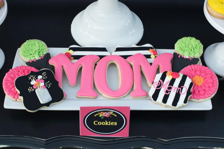 3-Mothers-Day-Brunch-Custom-MOM-cookies-Flower-Cookies-725x483.jpg