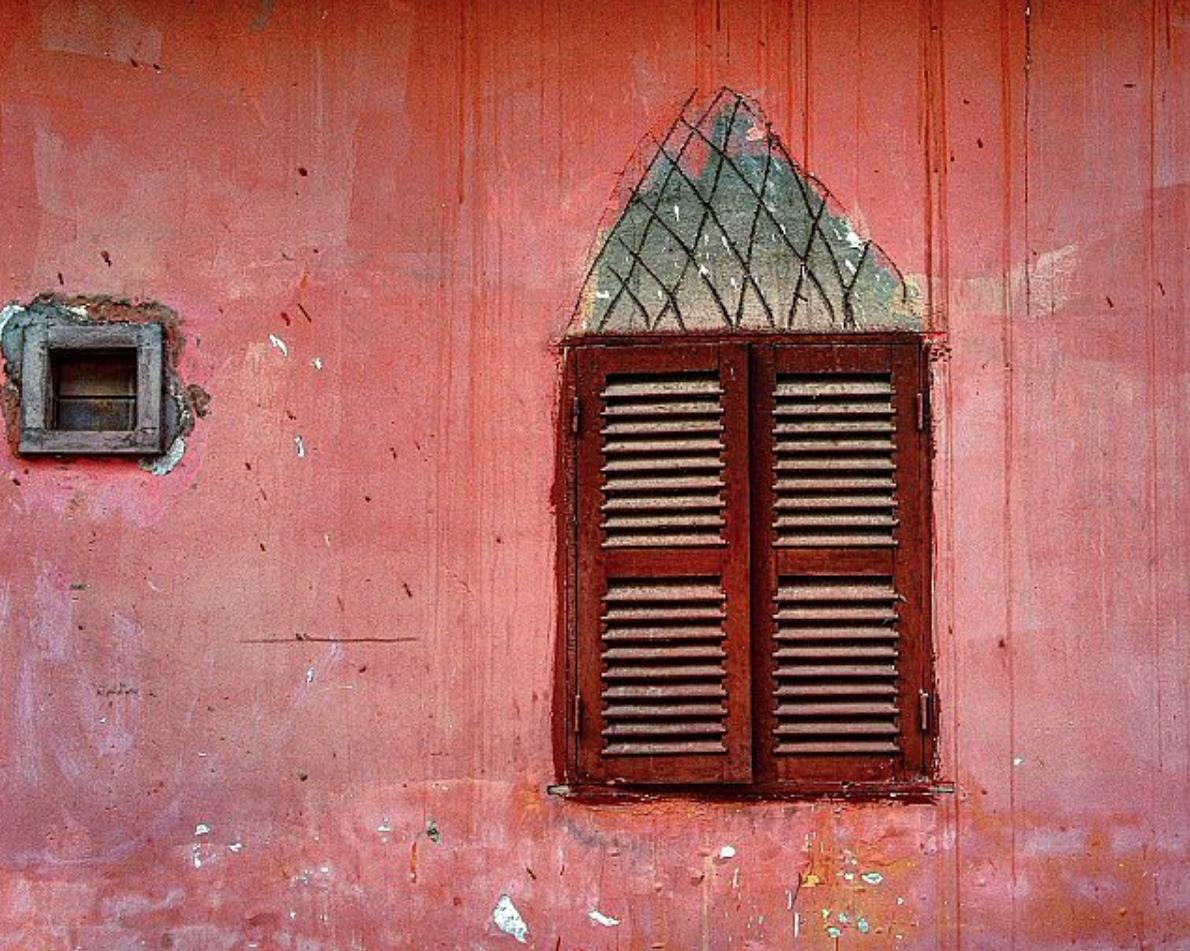 The wall of a Phnom Penh pagoda.