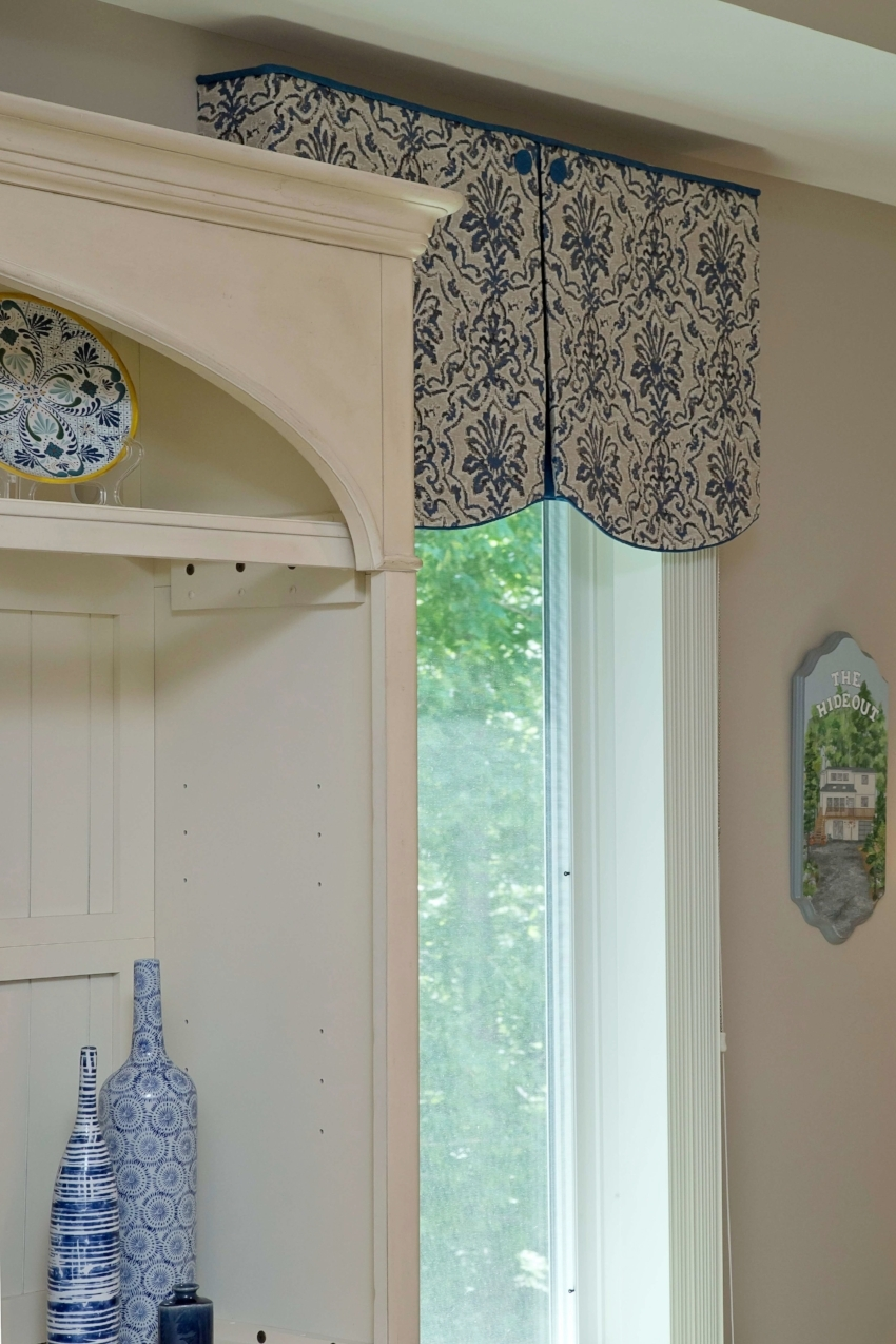 blue_white_custom_valance_buttons_accessories_family_room_update