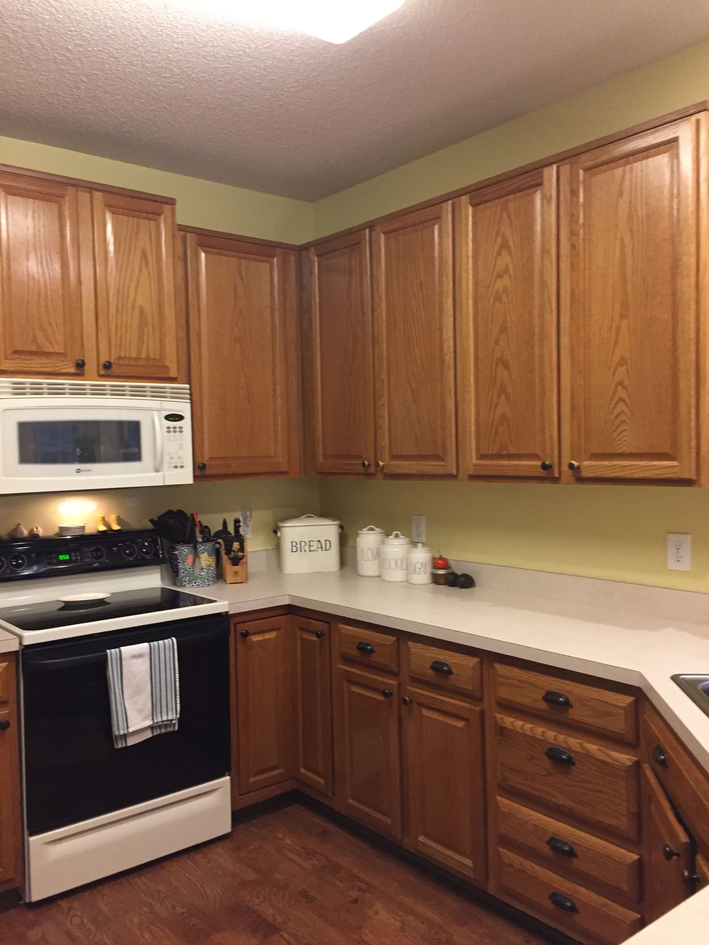 oak_kitchen_cabinets_before.jpg